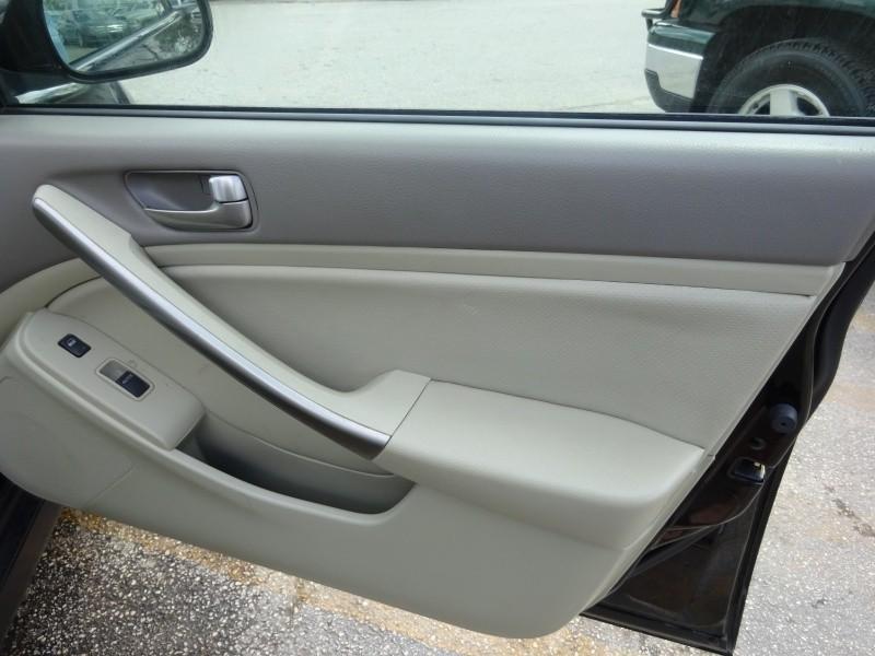 Infiniti G35 Sedan 2004 price $2,495