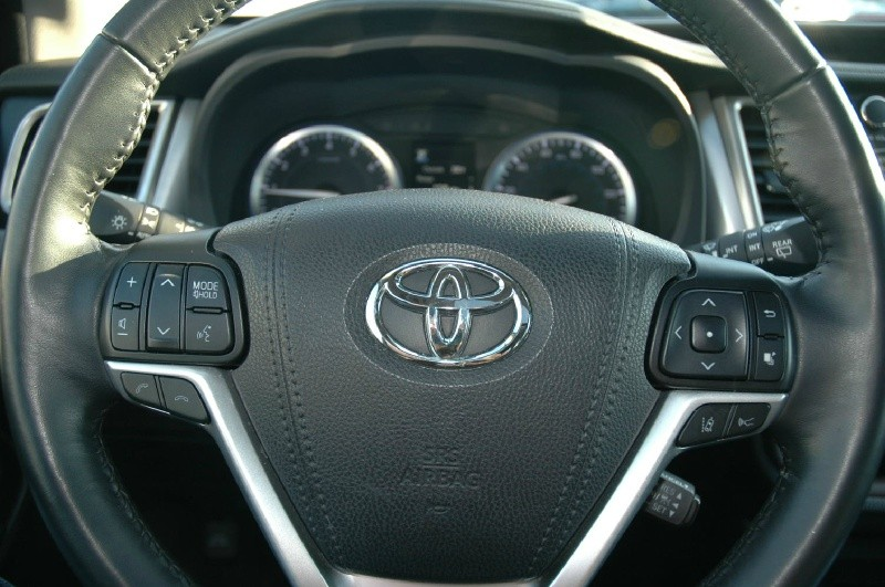 Toyota Highlander 2017 price $31,490