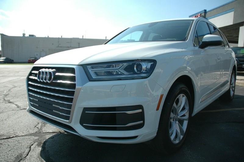 Audi Q7 2018 price $43,990