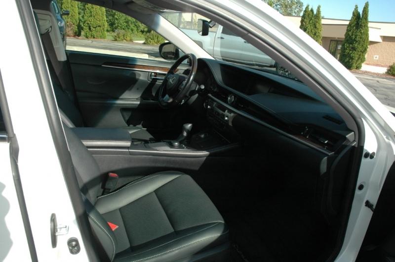 Lexus ES 350 2016 price $22,990