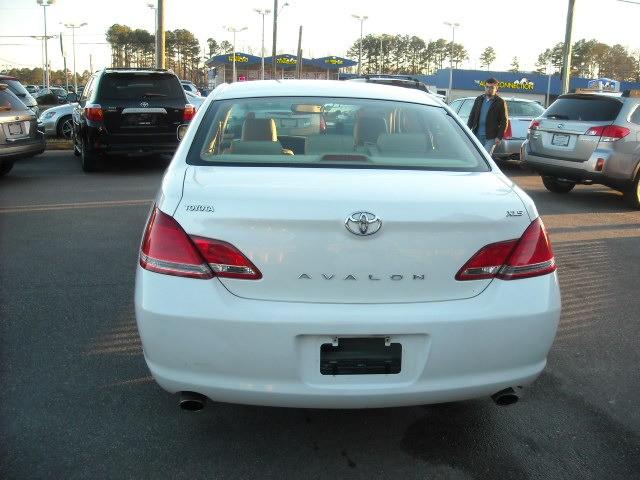 Toyota Avalon 2006 price $4,400