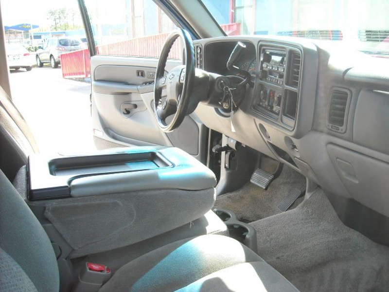Chevrolet Tahoe 2003 price $5,900