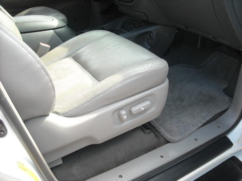 Toyota Sequoia 2005 price $8,500
