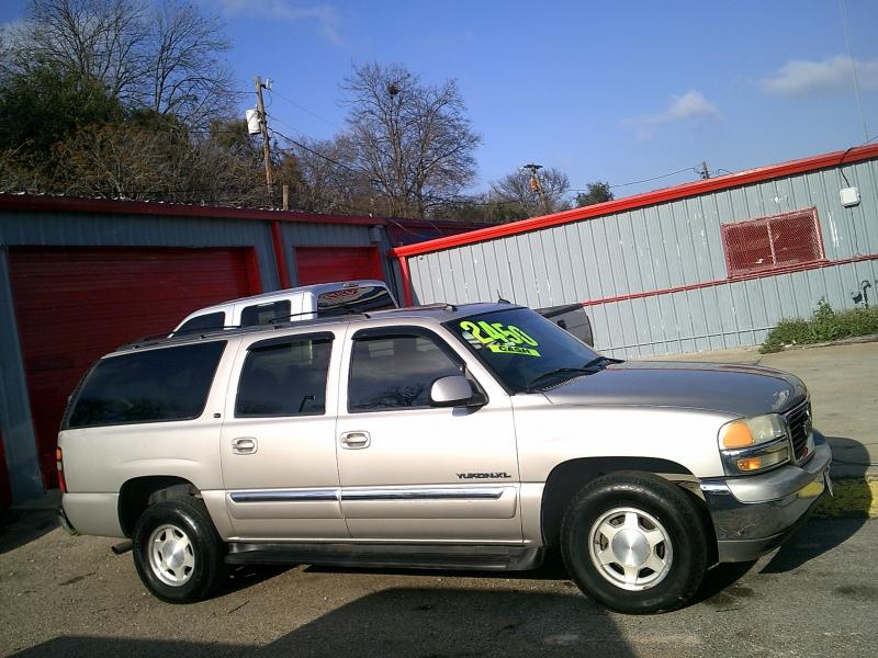 GMC Yukon XL 2005 price $2,950