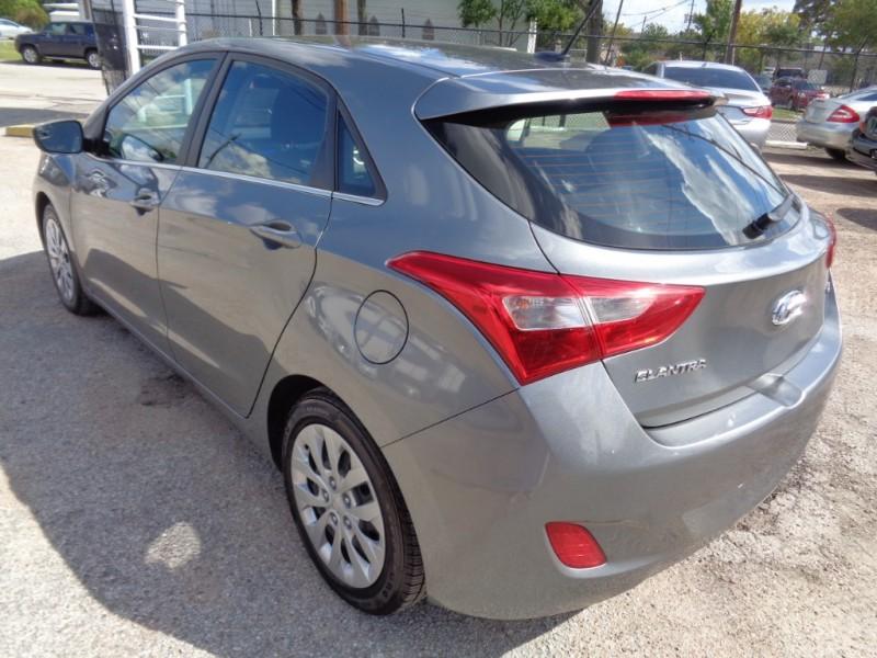 Hyundai Elantra GT 2017 price $18,995