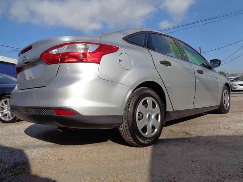 Ford Focus 2012 price $11,995