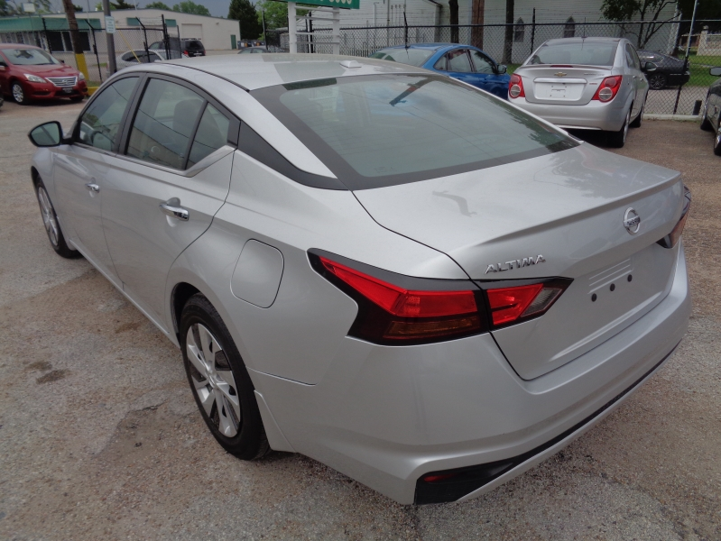 Nissan Altima 2019 price $21,995
