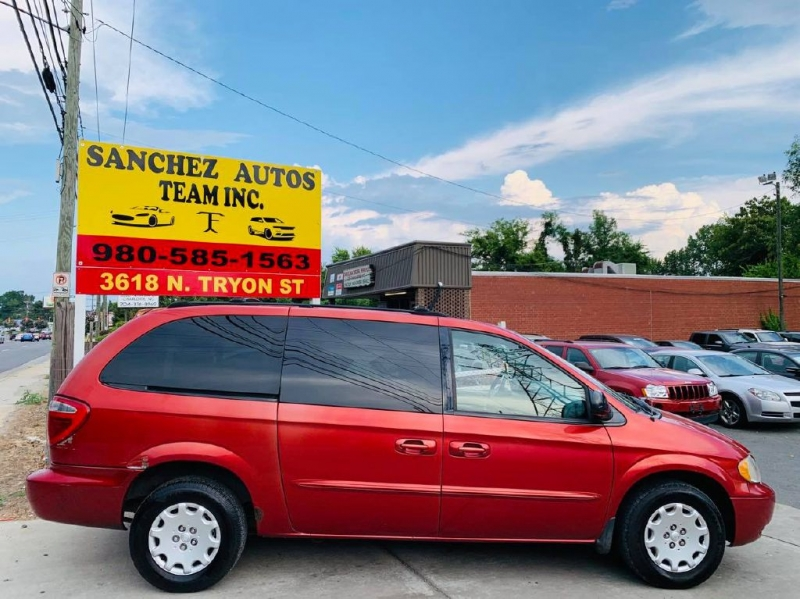 CHRYSLER TOWN & COUNTRY 2003 price $2,900