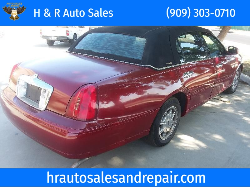 Lincoln Town Car 2000 price $3,500