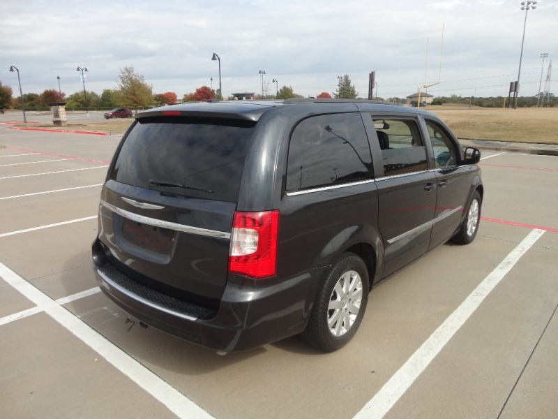 Chrysler Town & Country 2014 price $8,900