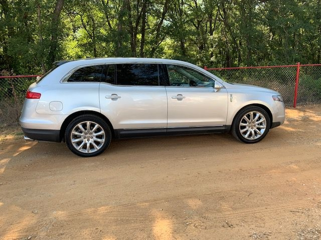 LINCOLN MKT 2011 price $13,995