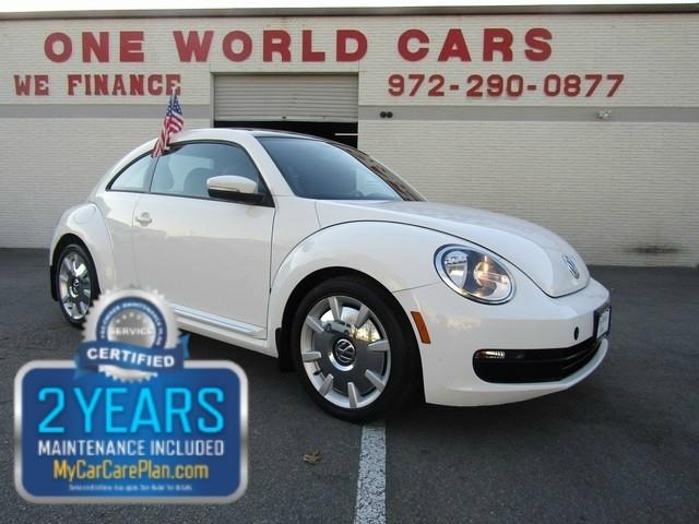 2013 Volkswagen Beetle 1 Owner NAV COMES WITH WARRANTY
