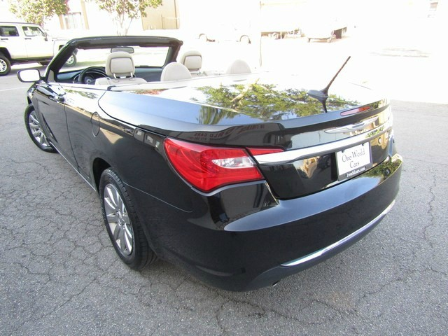 Chrysler 200 CONV TOURING 3.6L 2013 price $10,777 Cash