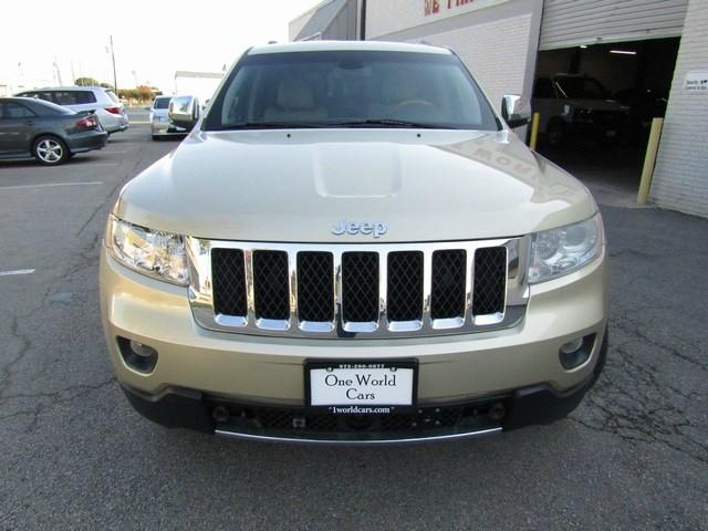 Jeep G. Cherokee Overland Nav DVD 2012 price $14,777 Cash