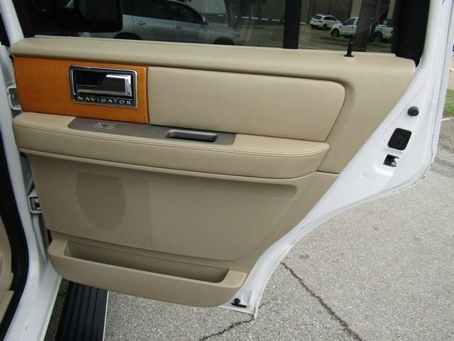 Lincoln NAVIGATOR ELITE NAV DVD 2010 price $13,477 Cash