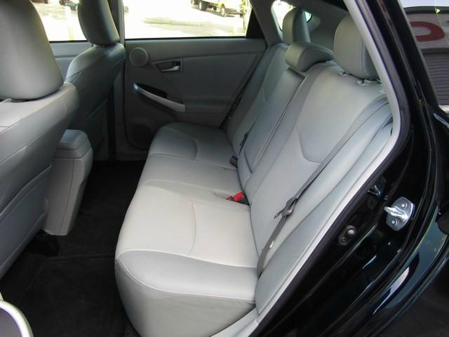 Toyota PRIUS IIII 1 OWNER NAV 2013 price $10,777 Cash