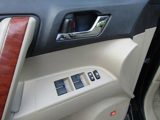 Toyota Hi-Lander Nav DVD 1OWNER 2010 price $12,567 Cash