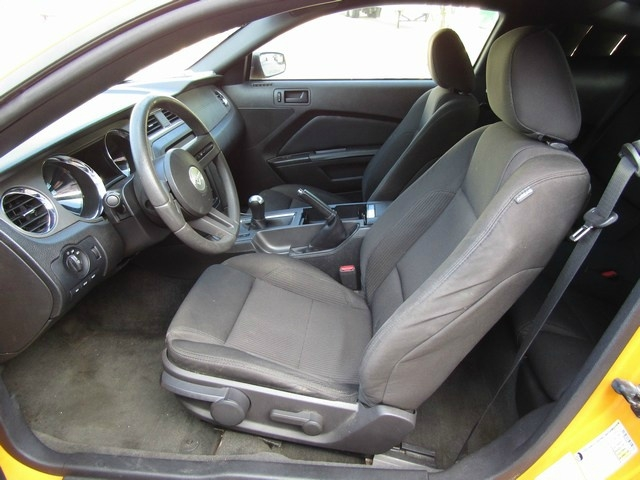 Ford MUSTANG COUP MANUAL 2012 price $9,677 Cash
