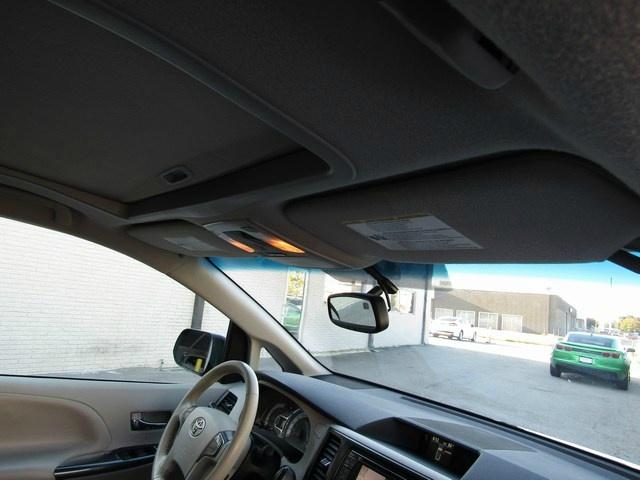 Toyota SIENNA SE NAV DVD 8 PASS 2014 price $16,357 Cash