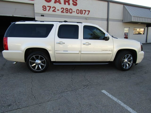 GMC Yukon XL NAV/DVD 2008 price $9,995 Cash
