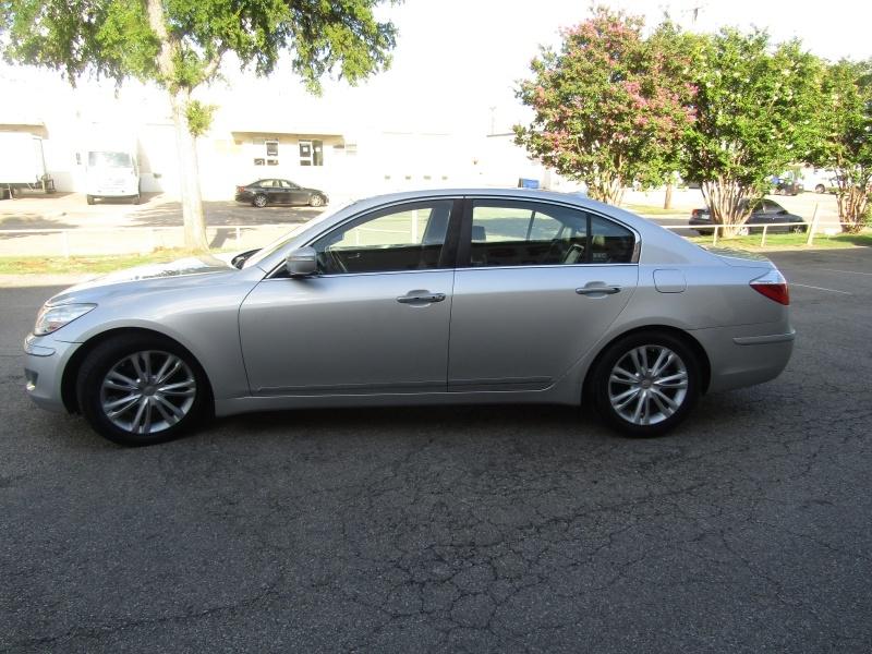 Hyundai Genesis 4.6 V8 NAV 1 Owner 2009 price $10,495 Cash