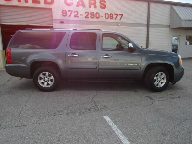 GMC YUKON XL SLT NAV DVD 2009 price $9,995 Cash