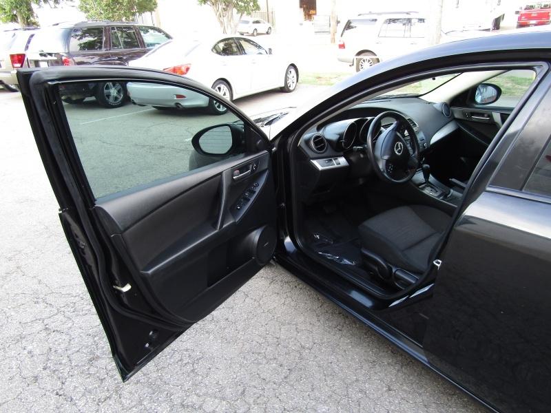 Mazda Mazda3 iTouring 1 Owner Roof 2012 price $7,495 Cash