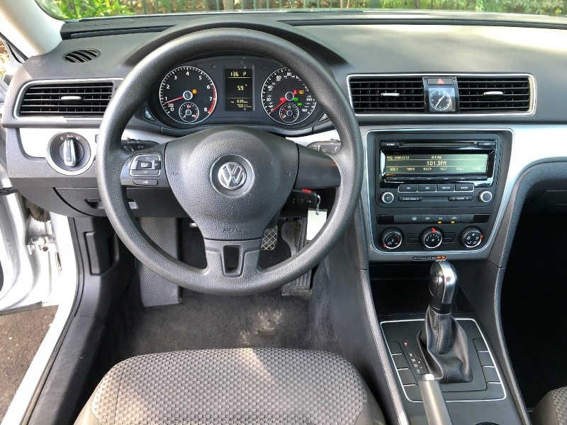 Volkswagen Passat 2013 price $7,650