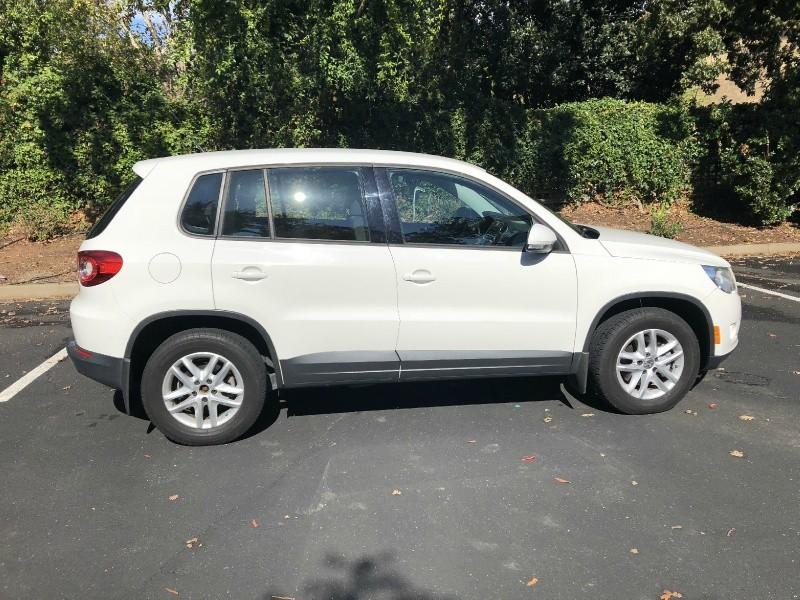 Volkswagen Tiguan 2011 price $9,698