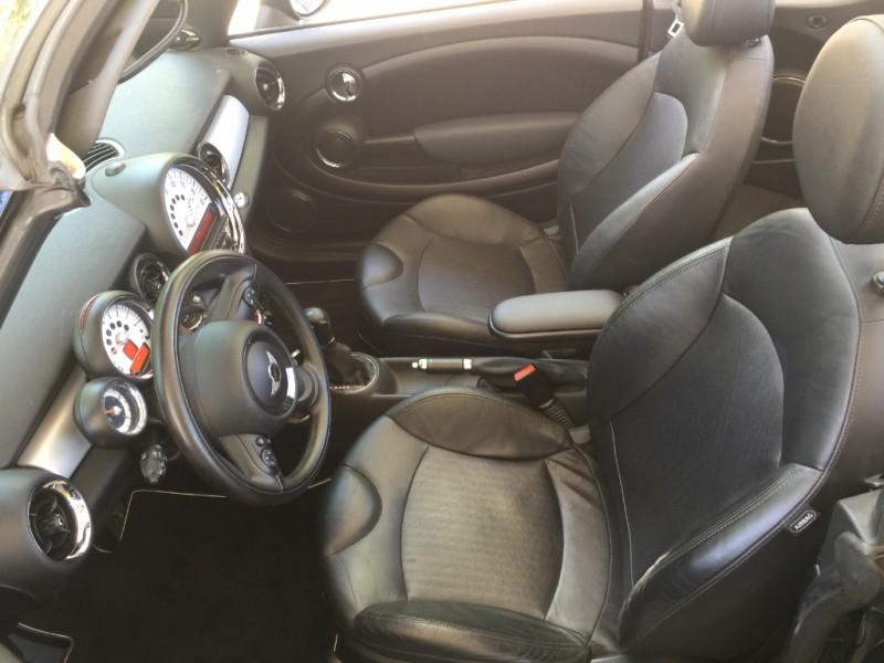 Mini Cooper Convertible 2011 price $10,995