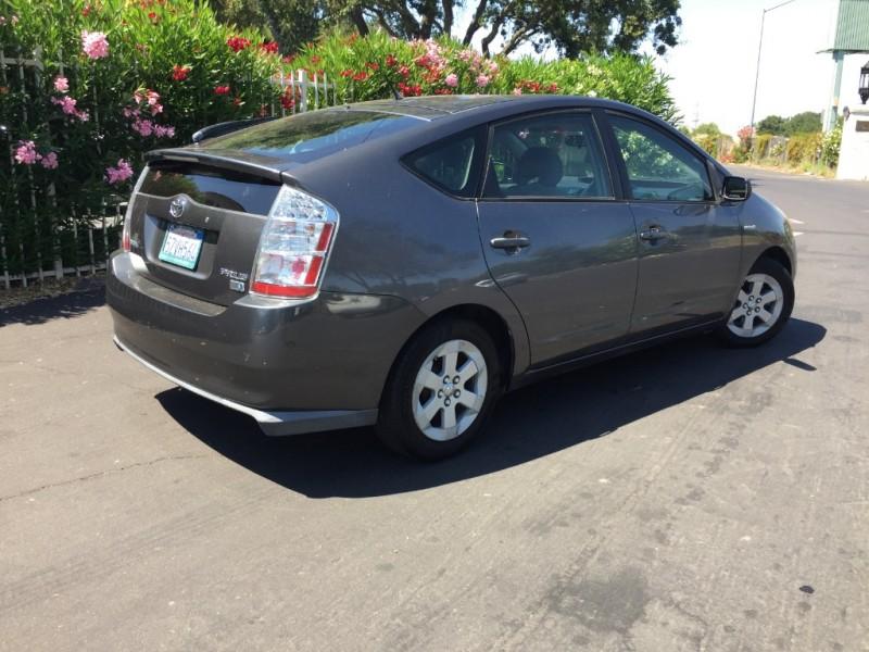 Toyota Prius 2007 price $7,495