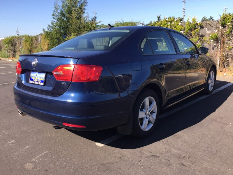 Volkswagen Jetta Sedan 2011 price $8,995