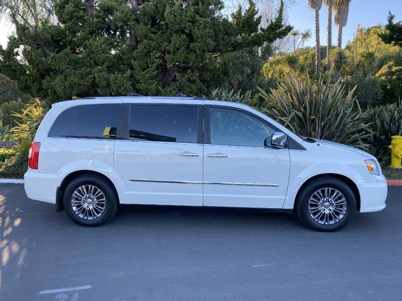 Chrysler Town & Country 2011 price $9,895