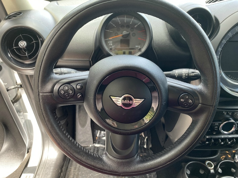 Mini Cooper Countryman 2015 price $12,995