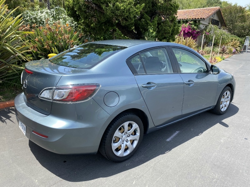 Mazda Mazda3i 2013 price $7,750