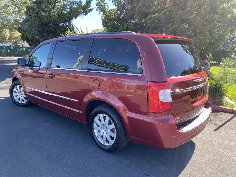 Chrysler Town & Country 2014 price $11,650