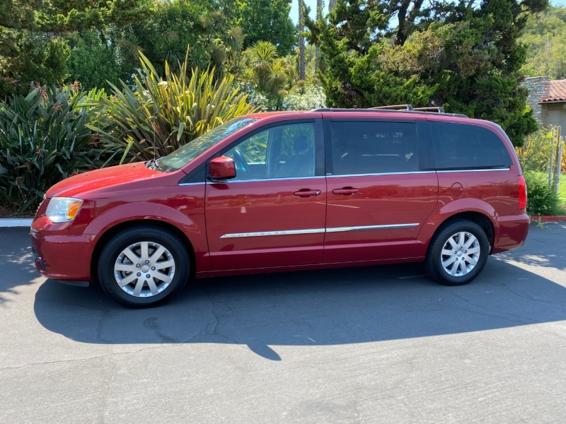 Chrysler Town & Country 2014 price $10,500
