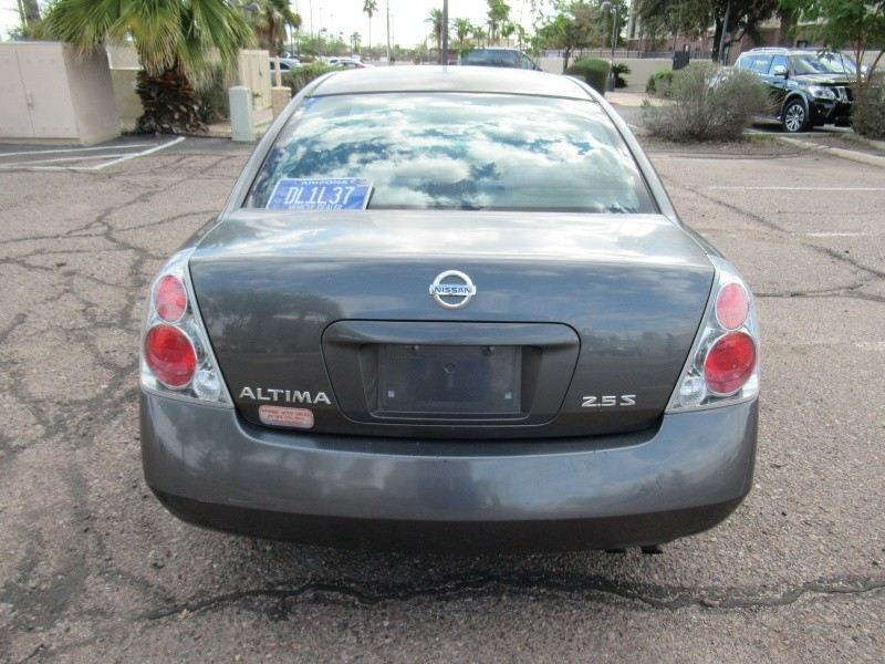Nissan Altima 2005 price $4,200 Cash