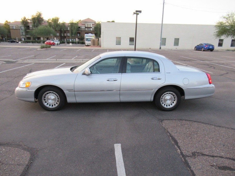 Lincoln Town Car 1998 price $4,800 Cash