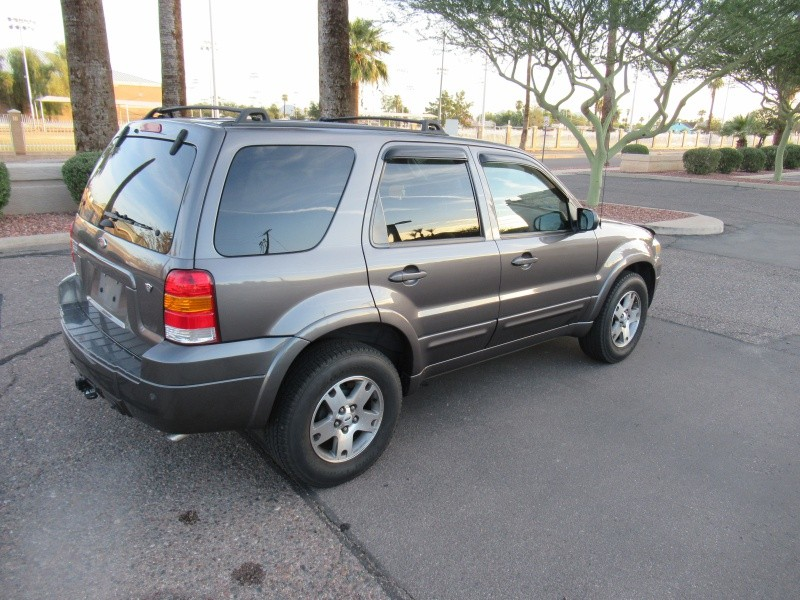 Ford Escape 2005 price $4,600 Cash