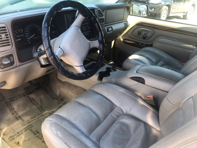 Cadillac Escalade 2000 price $4,995 Cash