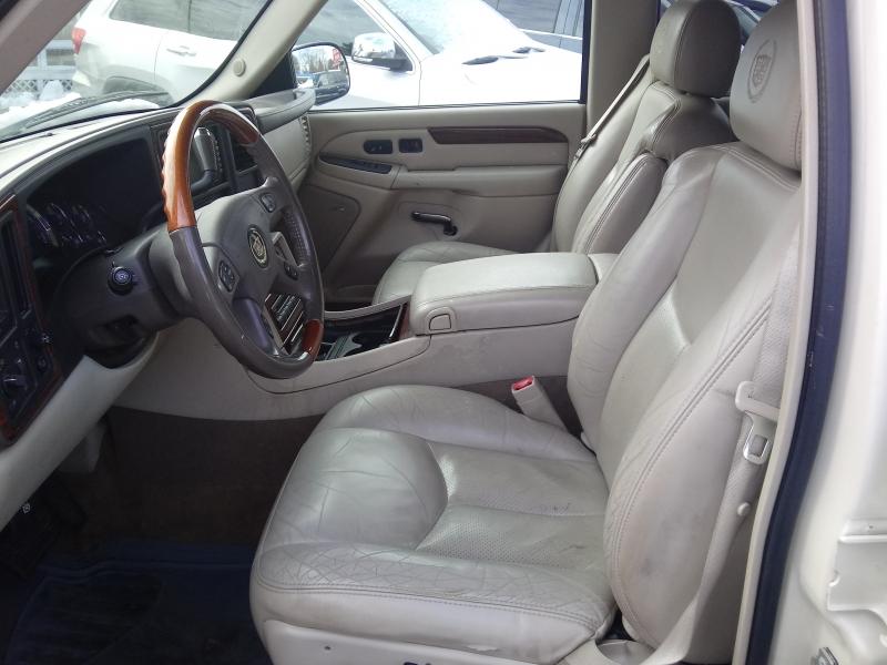 Cadillac Escalade 2004 price $5,995 Cash