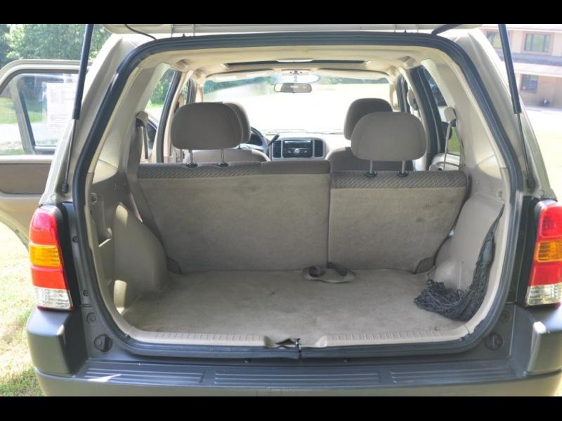 Ford Escape 2003 price $2,995 Cash