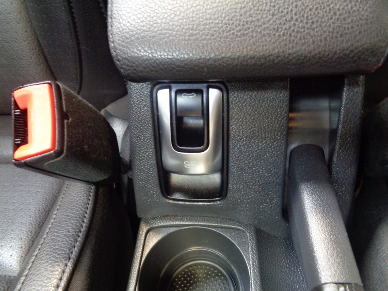 Volkswagen Eos 2013 price $8,795