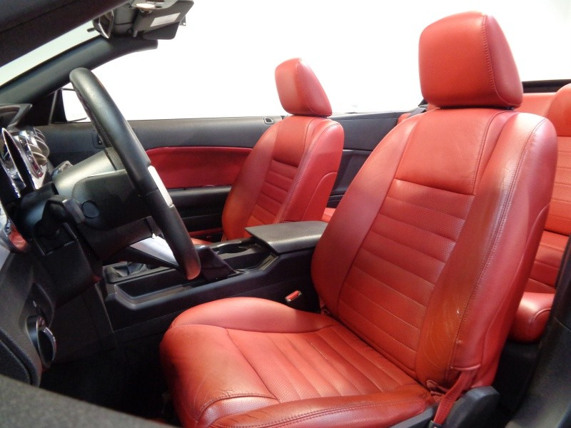 Ford Mustang 2005 price $7,995
