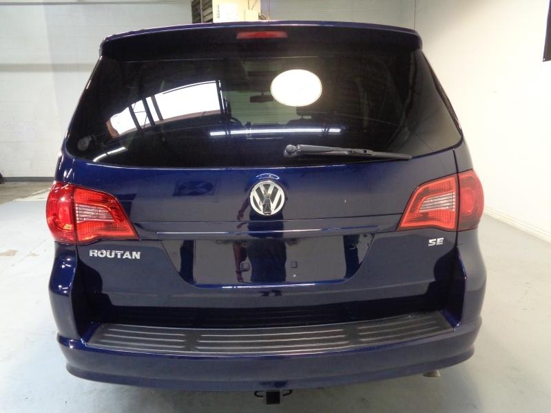 Volkswagen Routan 2014 price $10,995