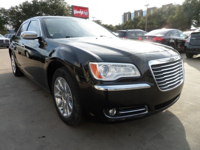 2011 Chrysler 300 4dr Sdn Limited RWD --- Metrocrest location (9