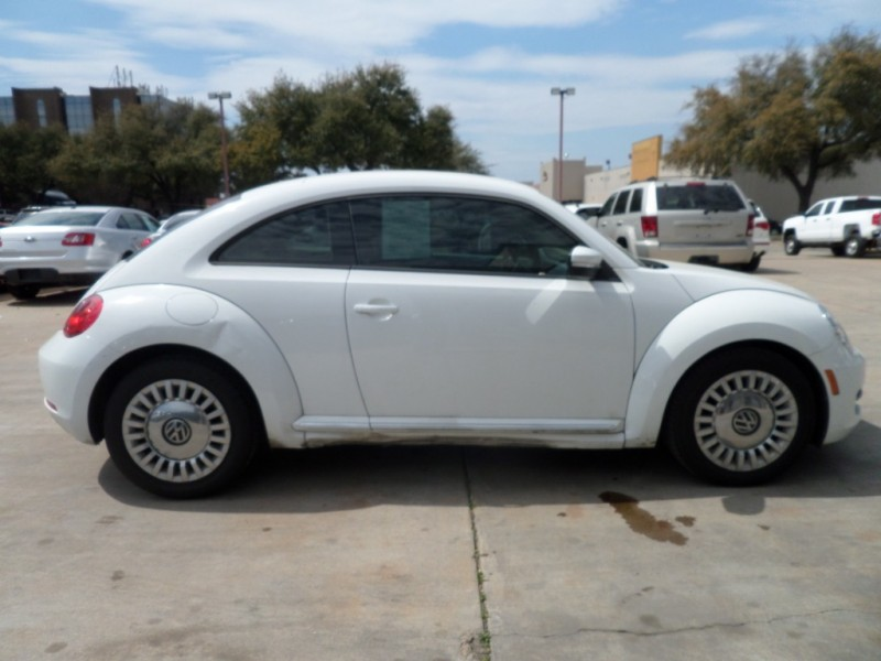 Volkswagen Beetle Coupe 2014 price $12,995