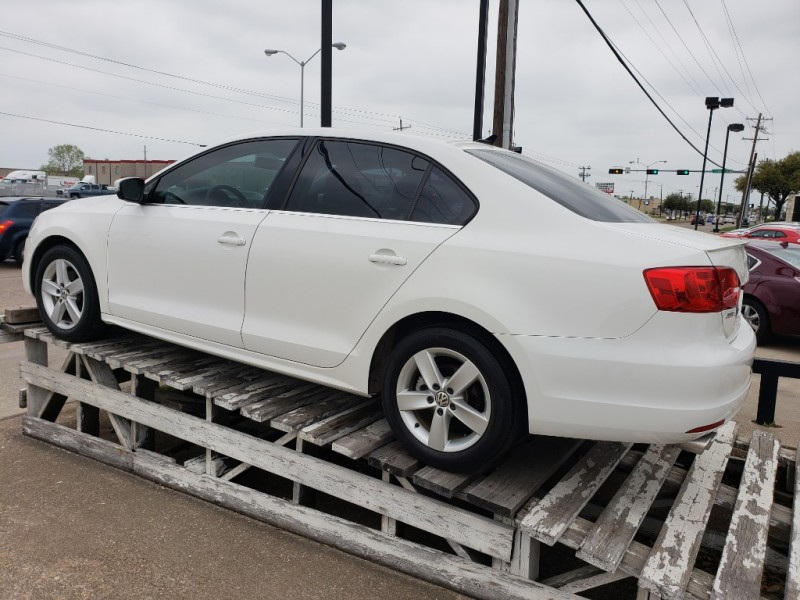 Volkswagen Jetta Sedan 2013 price $13,995