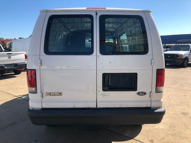 Ford Econoline Cargo Van 2000 price $7,995